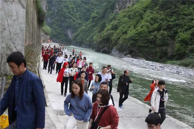 神农溪纤夫文化走廊 (9)