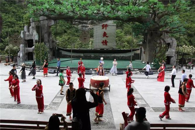 神农溪纤夫文化走廊 (2)